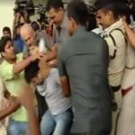 तेजस्वी के सुरक्षाकर्मियों ने पत्रकारों पर किया हमला, देशभर में थू-थू